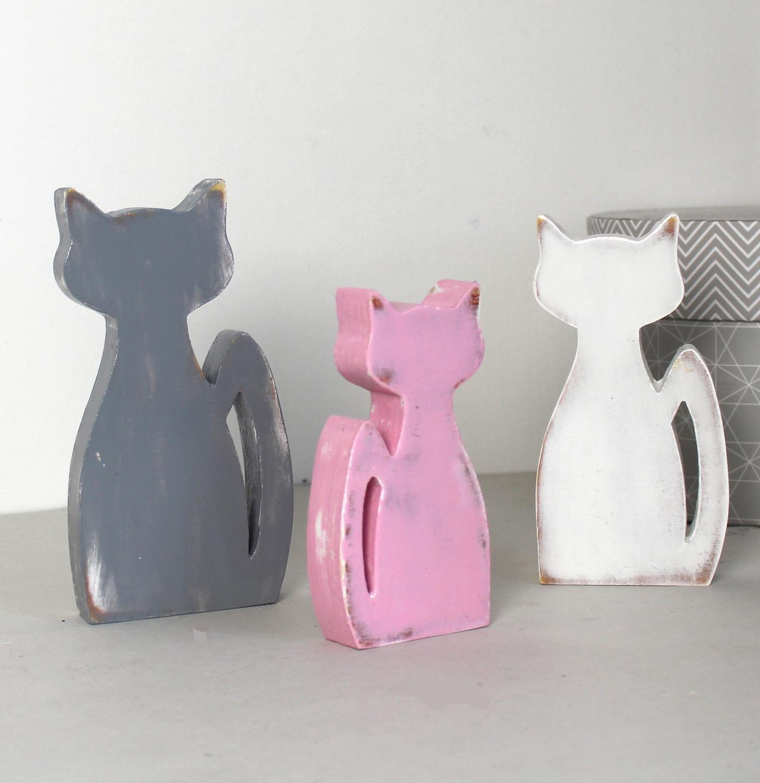 chats en bois gris rose et blanc patiné en décoration d\'intérieur ...