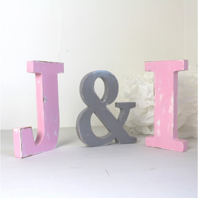 lettres en bois j i poser rose et gris couleurs personnalis es mariage d coration. Black Bedroom Furniture Sets. Home Design Ideas