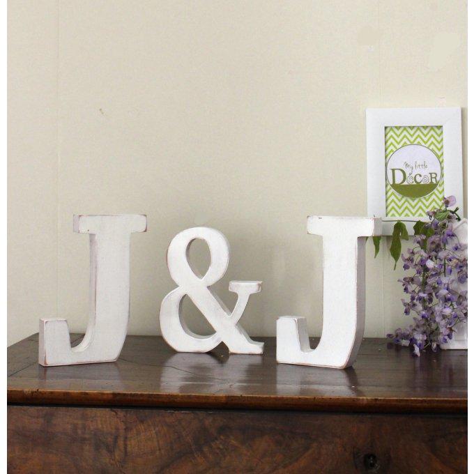 lettres en bois j j poser blanc patin d coration mariage personnalisable. Black Bedroom Furniture Sets. Home Design Ideas