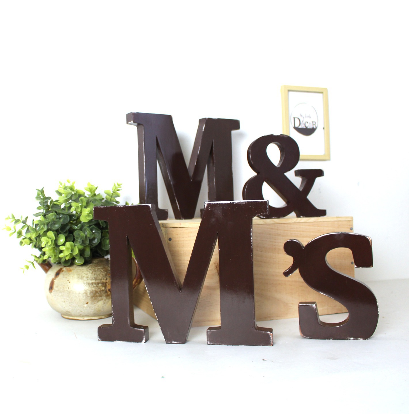 lettres en bois m m 39 s poser marron fonc mariage d coration mylittledecor initiale. Black Bedroom Furniture Sets. Home Design Ideas